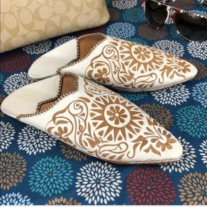 Shoes - 🌸 White and Brown Floral Babouches/Mules 🌸